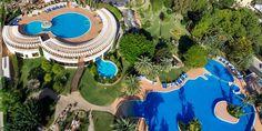 """El hotel GPRO Valparaiso Palace Hotel & Spa se encuentra ubicado en la ciudad de Palma de Mallorca. Nuestro """"Urban Resort"""" le ofrece todas las comodidades de un hotel urbano por su proximidad a los lugares más emblemáticos y a los locales de mejor ambiente de la ciudad, junto con las características y los mejores servicios de un resort como un excepcional entorno natural, la elegancia y la tranquilidad de un ambiente exclusivo.  https://www.gprovalparaiso.com/es/hotel"""