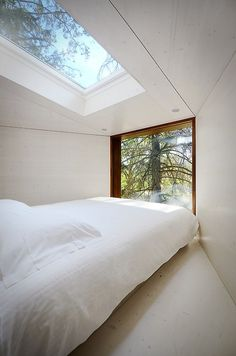 CJWHO ™ (Tree Snake House Bedroom by Luís Rebelo de Andrade......