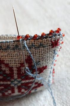 beaded edge for miniature needlework pillow
