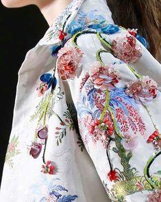 @giambattistavalliparis #couture #hautecouture #fashion #fashionista #style #boheme #bohemian #boho #bohochic #bohofashion #bohostyle… Couture Embroidery, Embroidery Fashion, Beaded Embroidery, Floral Fashion, Fashion Art, Womens Fashion, Fashion Design, Net Fashion, Latest Fashion