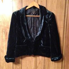BEBE velvet blazer! This luxe velvet blazer is a gorgeous deep jade teal color. It has 3/4 sleeves with slouchy cuffs and large lapels. It has two functioning pockets with button closures and a single button in the front. In perfect condition! Says size 10 but closer to a 6/8 bebe Jackets & Coats Blazers