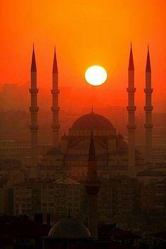 what a sunset!  http://www.vivastay.com/uk/destinations/Istanbul?lang=en