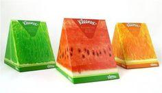 Kleenex a sorti le grand jeu pour l'été, en se démarquant avec des boîtes de mouchoirs atypiques. | Kleenex - Fruit Packaging