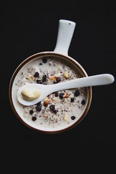 Cashew–Cardamon Chia Pudding    1/4 cup chia seeds  3 cups water  1/4 teaspoon salt  1/4 cup hazelnuts  3/4 cup cashews  1/2 teaspoon vanilla  3 tablespoons agave syrup  1/2 teaspoon cardamon  dried currants and chopped nuts for garnish (optional