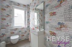 Graffiti Tapete, Gestaltung Gäste-Bad  http://www.maler-heyse.de/leistungen/schoene-tapezierarbeiten.html
