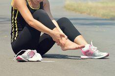 Você sente cãimbras fortes? Saiba porquê, quais os alimentos que podem ajudar e o que fazer para aliviar a dor na hora.
