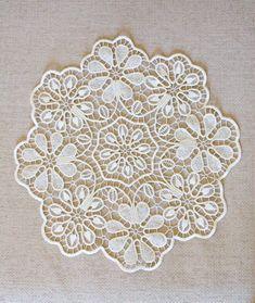 This Pin was discovered by Sal Irish Crochet, Crochet Motif, Crochet Doilies, Crochet Lace, Needle Lace, Bobbin Lace, Needlepoint Stitches, Needlework, Romanian Lace