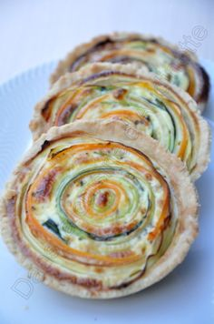 The recipe is in French but maybe we can figure it out. Spiral Veggie Tartlets by audinette Veggie Recipes, Vegetarian Recipes, Cooking Recipes, Healthy Recipes, I Love Food, Good Food, Yummy Food, Brunch, Fabulous Foods