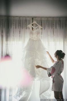 Scatti fotografici all'abito da sposa #matrimonio #nozze #sposi #sposa #abitodasposa #scattisposa #fotosposa #vestitodasposa #weddingdress #wedding #weddinglove #bridedress
