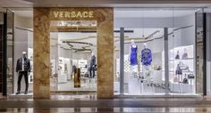 Versace has opened a new store in Boston at Copley Plaza. Covering 225 sqm , the store was designed by Donatella Versace and Jamie Fobert. Versace Store, Interior Concept, Donatella Versace, Visual Display, Atelier Versace, In Boston, White Shop, Retail Design, Store Design