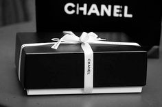 black and white Chanel. Black Box, Black N White, Classy And Fabulous, Black Is Beautiful, Mademoiselle Coco Chanel, Style Français, Chanel Box, Vogue, Chanel Fashion