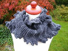 This simple and playful scarf is quickly made out of bulky yarn and on size 8 or even bigger needles.