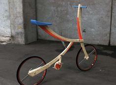 Bicicleta de madera inspirada en una espada samurai