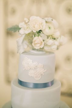 Such an elegant and beautiful wedding cake clicked by Anastasiia Photography
