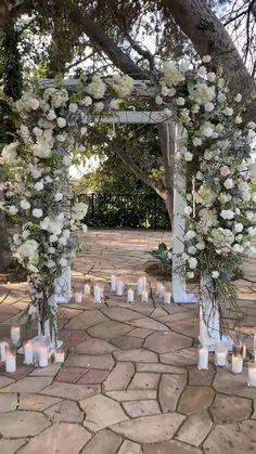 Winter Wedding Ceremonies, Wedding Ceremony Arch, Wedding Stage, Arch For Wedding, Diy Wedding Arch Flowers, Winter Wedding Arch, Indoor Ceremony, Wedding Altars, Wedding Arches