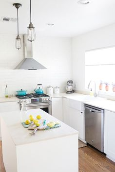 See the Before & After kitchen renovation Source by sugarandcharm Big Kitchen, Ikea Kitchen, Kitchen Dining, Kitchen Ideas, Kitchen Reno, Dining Rooms, Beautiful Kitchen Designs, Beautiful Kitchens, Before After Kitchen