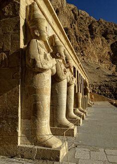 世界遺産 ハトシェプスト女王葬祭殿 古代都市テーベとその墓地遺跡の絶景写真画像  エジプト