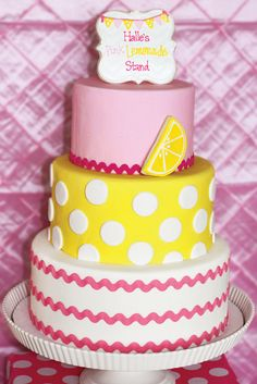 A Lemonade Birthday Party with lemon wedge cake pops, mason jar cupcakes, daffodils & carnations, gummy lemon candy skewers + gingham, polka dots & stripes Pretty Cakes, Cute Cakes, Fondant Cakes, Cupcake Cakes, Limonade Rose, Pink Lemonade Cake, Novelty Birthday Cakes, Cata, Fancy Cakes