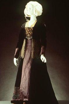 Tea Gown    1910-1915    The Metropolitan Museum of Art