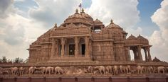 Akshardham Temple in Delhi, India. This is where I went today, not my picture, but the place is too beautiful not to share Underground Reptiles, Best Car Rental, India Gate, Hampi, North India, Shimla, Hindu Temple, Hindu Art, Delhi India