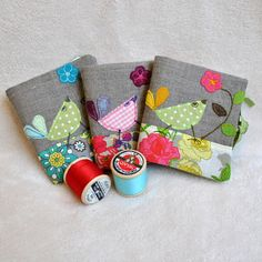 Cute little coaster idea - Sew Scrumptious: Fabulous Sewing Gifts for your Christmas List! Needle Case, Needle Book, Small Sewing Projects, Sewing Crafts, Notions De Couture, Diy Couture, Christmas Sewing, Christmas Gifts, Sewing Accessories