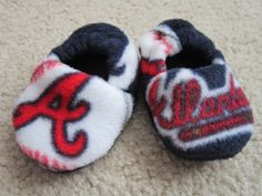 Atlanta Braves fleece baby booties by roses728 on Etsy, $9.49 Yes. I will have these one day