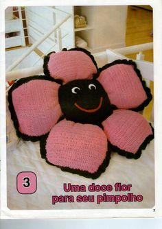 pillow crochet ♪ ♪ ... #inspiration #crochet  #knit #diy GB    https://www.facebook.com/photo.php?fbid=511796502239801&set=a.511796042239847.1073741837.511771752242276&type=3&theater