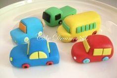 Cookie and Cake Decoration Ideas What couldcakes Car Fondant Cake Topper Fondant Cakes Kids, Fondant Icing, Cupcake Cakes, Car Cakes, Chocolate Fondant, Modeling Chocolate, Cake Topper Tutorial, Fondant Tutorial, Bus Cake