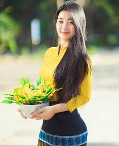 Preety Girls, Cute Girls, Raw Beauty, Asian Beauty, Beautiful Asian Women, Beautiful Celebrities, Burmese Girls, Myanmar Dress Design, Myanmar Women