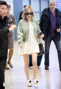 Snsd taeyeon airport fashion style tinkerbell*-* her shoes >-< Snsd Airport Fashion, Taeyeon Fashion, Fashion Idol, Kpop Fashion, Korean Fashion, Girl Fashion, Fashion Outfits, Fashion 2016, Kpop Mode