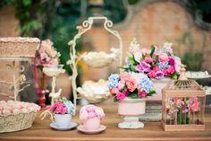 Detalhes românticos para decoração rosa e azul em casamento na fazenda. Fotos: Flavia Valsani