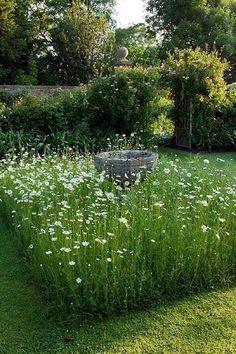 Lovely english back garden ideas to refresh your garden Small Cottage Garden Ideas, Garden Cottage, Backyard Cottage, Diy Garden, Garden Paths, Garden Beds, Garden Guide, Balcony Garden, Indoor Garden