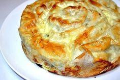 Ингредиенты: лаваш тонкий - 1 упак.; фарш - 250-300 г; яйцо - 2-3 шт; кетчуп, сметана, майонез (для заливки) ; соль, специи, сыр; Приготовление: Подготовьте фарш,как для котлет, на развёрнутый лаваш…