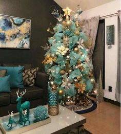 18 Almost Crazy Christmas Tree Ideas Rose Gold Christmas Decorations, Turquoise Christmas, Christmas Tree Themes, Christmas Home, Christmas Tree Decorations, Christmas Wreaths, Holiday Decor, Teal Christmas Tree, Elegant Christmas