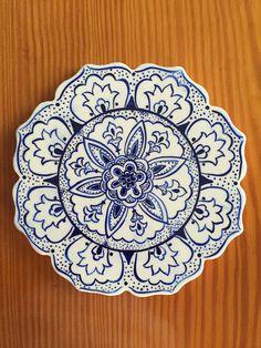 Mavi pano Plate Wall Decor, Plates On Wall, Glazes For Pottery, Ceramic Pottery, Painted Pottery, Pottery Painting, Ceramic Painting, Ceramic Clay, Porcelain Ceramics