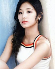 Twice 👽// Tzuyu K Pop, Kpop Girl Groups, Korean Girl Groups, Kpop Girls, Nayeon, Oppa Gangnam Style, Twice Tzuyu, Sana Momo, Dahyun