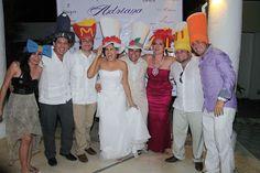 Sombreros de espuma haz la diferencia en tu boda en playa por Bodas Huatulco