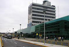 Un intenso operativo policial se montó el viernes último en el aeropuerto internacional Jorge Chávez, luego que las autoridades del terminal aéreo recibieran una llamada telefónica desde Francia que alertaba de una supuesta bomba en un avión de Air France que acababa de aterrizar.