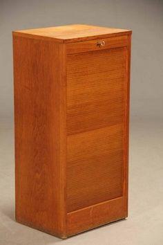 Vare: 4672724Dansk møbelproducent. Arkivskab af egetræ