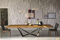 Mobili design in legno: il tavolo Skorpio con piano in legno  e basamento in acciaio.