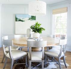 Round dining tables are making a comeback!