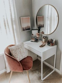 53 Best Makeup Vanities & Cases for Stylish Bedroom .- 53 Best Makeup Vanities & Cases for Stylish Bedroom # … Source by - Aesthetic Room Decor, Room Ideas Bedroom, Interior, Home Bedroom, Home Decor, Stylish Bedroom, House Interior, Apartment Decor, Minimalist Bedroom