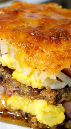 Breakfast Lasagna - Not your average breakfast casserole, this breakfast lasagna swaps French toast for pasta and layers in hash browns, smoked ham, cheese and eggs. white christmas,breakfast and brunch Breakfast Lasagna, Breakfast Desayunos, Breakfast Items, Breakfast Dishes, Breakfast Casserole, Breakfast Recipes, Good Breakfast Ideas, Frozen Breakfast, Easy Brunch Recipes