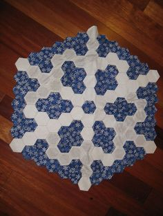 Hexagon Snowflake Block by DKC22, via Flickr