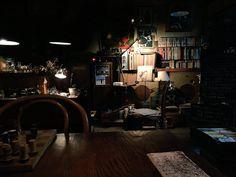 なにぬねののか @naniinu_  2015年11月1日 @akira_195cm 府中にあるガラっていうカフェ?喫茶店?だよおお。わたしもきょう初めて行ったのだけど、髭を生やしたオーナーがレコード回しながら営んでる素敵空間だった。