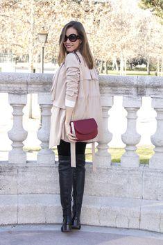 Gabardina/trench: Topshop (old). Jersey: Zara. Leggings: Urban Outfitters. Botas/boots: Zara. Bolso/bag: Lafive. Colgante/necklace: Market Place. Gafas de sol/sunnies: Prada.