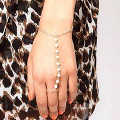 Nova Chegada Jóias Da Moda Bonito Imitação de Pérolas Laço Dedo Encadeados Pulseira Elegante mão Harness Anel Fio das Mulheres