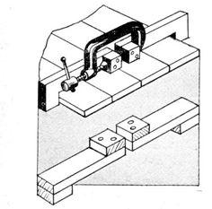 aumentar o grampo C, conforme a figura      como prender com cordão um trabalho em tubo       fixar uma pequena peça redonda no torno ou ga...