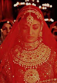 Aishwarya Movie, Aishwarya Rai Young, Indian Aesthetic, Aesthetic Gif, Indian Bridal Outfits, Indian Designer Outfits, Beauty And The Beast Wallpaper, Jodhaa Akbar, Pure Beauty