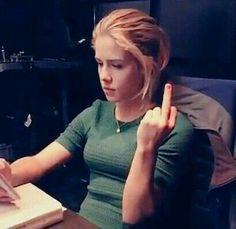 Felicity Smoke, Arrow Felicity, Emily Arrow, Arrow Oliver, Emily Bett Rickards, Supergirl Dc, Canadian Actresses, Stephen Amell, Green Arrow